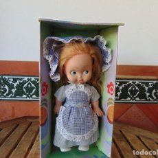 Muñecas Españolas Modernas: ANTIGUA MUÑECA ,FABRICADA POR MUÑECAS NINA SERIE LOLITA EN CAJA ,MIDE MUÑECA 33 CM DE ALTURA. Lote 228097520
