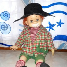 Muñecas Españolas Modernas: GRAN MUÑECO PITIROLO PELIRROJO DE B.B. AÑOS 70 ROPA ORIGINAL 52 CM. Lote 233099355