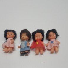 Muñecas Españolas Modernas: LOTE 4 ANTIGUAS MUÑECAS MINIATURA DE PLASTICO. Lote 235239935