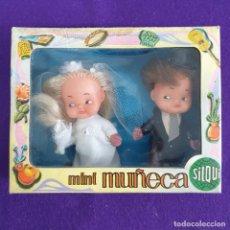 Muñecas Españolas Modernas: MINI MUÑECA SILQUI. PAREJA DE NOVIOS. BODA. EN SU CAJA ORIGINAL. SIN USAR. ESPAÑA. MUÑECO.. Lote 241454955