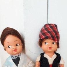 Muñecas Españolas Modernas: PAREJITA DE ANTIGUOS MUÑECOS REGIONALES. Lote 257551020