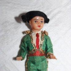 Muñecas Españolas Modernas: PEQUEÑITO MUÑECO TORERO - MUY ANTIGUO - PLÁSTICO DURO - 10CM. Lote 261135125