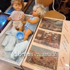 Muñecas Españolas Modernas: ICSA (IBERICA COMERCIAL SA) 2 MUÑECAS AÑOS 1960S. INCLUYE CAJA ORIGINAL Y ALGUNOS ACCESORIOS.. Lote 269460618