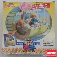 Muñecas Españolas Modernas: HERMANITOS DE CHABEL. LA CUNITA DE LOS MELLIZOS. FEBER 1991. CAJA ORIGINAL. FABRICADO EN ESPAÑA.. Lote 274664303