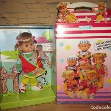 Muñecas Españolas Modernas: ANTIGUA MUÑECA PEQUENIKE, DE JESMAR - NUEVA Y EN SU CAJA ORIGINAL - A ESTRENAR. Lote 277154658