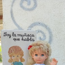 Muñecas Españolas Modernas: PRECIOSA MUÑECA CATERINA DE ICSA NUEVA EN SU CAJA HABLADORA PRIMER MODELO AÑOS 60. Lote 277184168