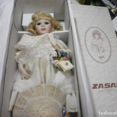 Muñecas Españolas Modernas: PRECIOSA MUÑECA DE PORCELANA ZASAN PAOLA REINA? MIDE 60 CMS NUEVA EN CAJA SIN USO. Lote 277698468