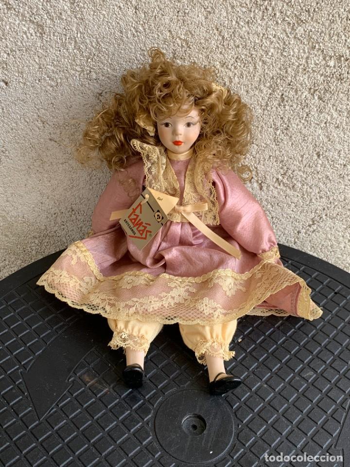 MUÑECA PORCELANA MARCA FANAS ARTESANOS PINTADA MANO 29X12X6CMS (Juguetes - Otras Muñecas Españolas Modernas)
