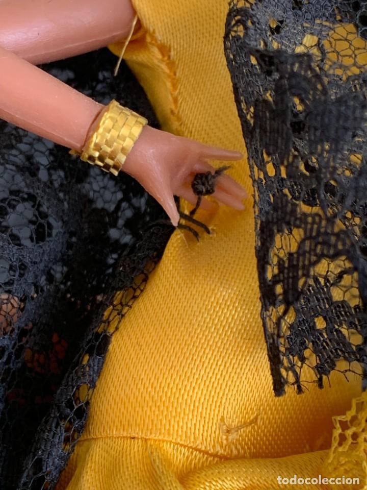 Muñecas Españolas Modernas: MUÑECA BAILAORA PLASTICO VESTIDO AMARILLO MARIN MANTILLA NEGRA LOLA FLORES FARAONA 17X12X6CMS - Foto 11 - 287912043