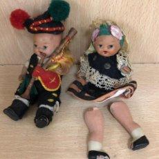 Muñecas Españolas Modernas: PAREJA DE MUÑECOS GALLEGOS EN BISCUIT. PINTADOS A MANO. CREACIONES TROYA. Lote 288502168
