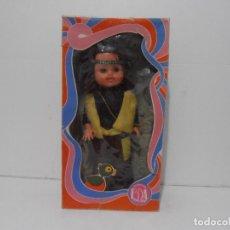 Muñecas Españolas Modernas: MUÑECA HIPPIE, EDA DURA, CAJA ORIGINAL SIN USO, AÑOS 70. Lote 292301198