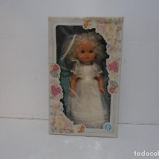 Muñecas Españolas Modernas: MUÑECA ESPANOLA COMUNION ALFONSO, NUEVA EN CAJA ORIGINAL SIN USO, AÑOS 70, COMPLETA. Lote 292304543