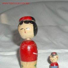Bambole Internazionali: MUÑEQUITA CHINA DE MADERA+CHINITO,AÑOS 50. Lote 7428327