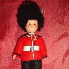 Muñecas Extranjeras: GUARDIA REAL FRANCESA MUÑECO DE CELULOIDE. Lote 2838751