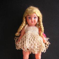 Muñecas Extranjeras: ANTIGUA MUÑECA DE PLASTICO DURO 17 CM. DE ALTURA. Lote 26990610