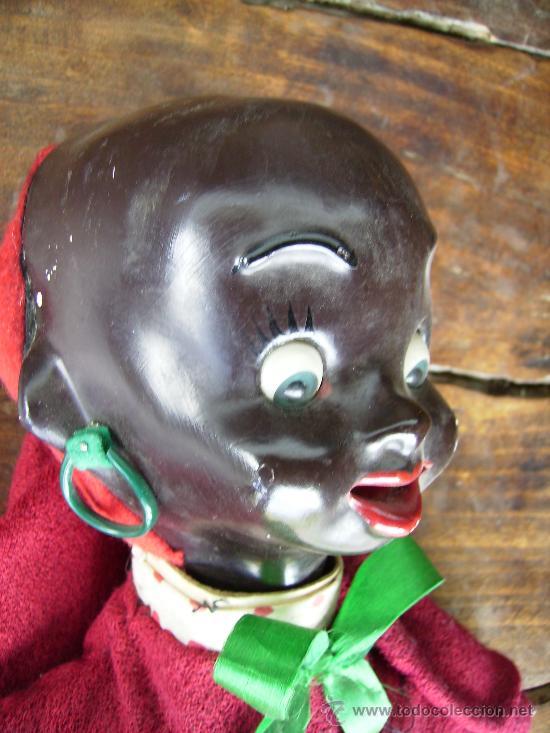 Muñecas Extranjeras: preciosa muñeca de carton años 40 para colgar bebe negrita con capucha 23cms - Foto 2 - 26817322