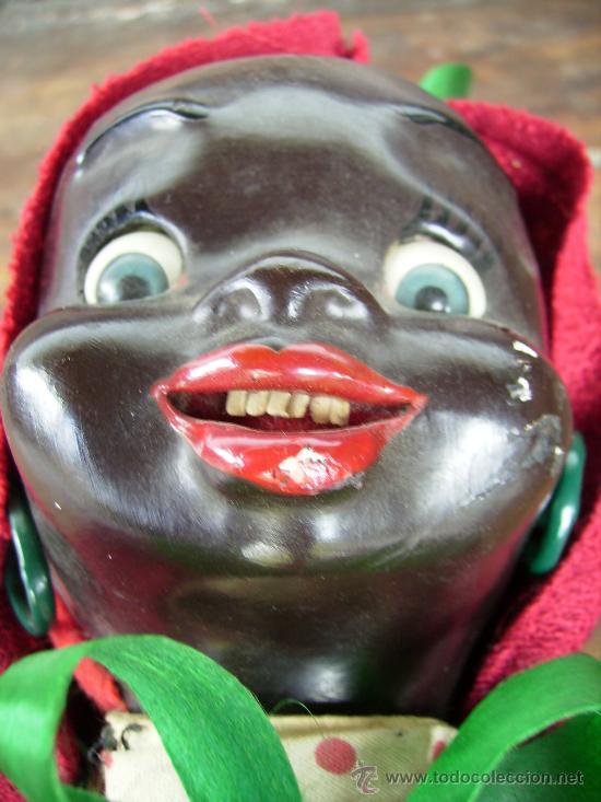 Muñecas Extranjeras: preciosa muñeca de carton años 40 para colgar bebe negrita con capucha 23cms - Foto 3 - 26817322