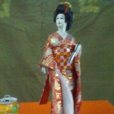 International Dolls - MUÑECA ORIENTAL DE TRAPO SOBRE PEANA. 40 CM. ALTURA. - 28101427