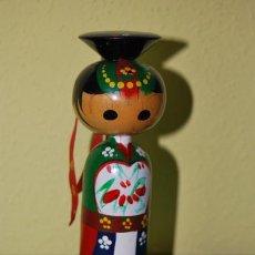 Muñecas Extranjeras: FIGURA DE MADERA JAPONESA - MUÑECA KOKESHI - AÑOS 50-60 - CON FIRMA DEL AUTOR. Lote 32442711