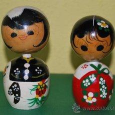 Muñecas Extranjeras: FIGURAS DE MADERA JAPONESAS - PAREJA DE MUÑECAS KOKESHI - AÑOS 50-60. Lote 32442802
