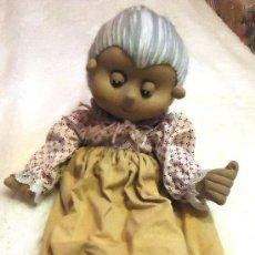 Muñecas Extranjeras: ANTIGUA MUÑECA ABUELA REALIZADA EN TRAPO. Lote 36231995