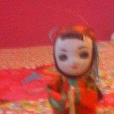Muñecas Extranjeras: MUÑECA CHINA TÍPICA DE MADERA CON MORTERO AÑOS 50/60. Lote 43299733