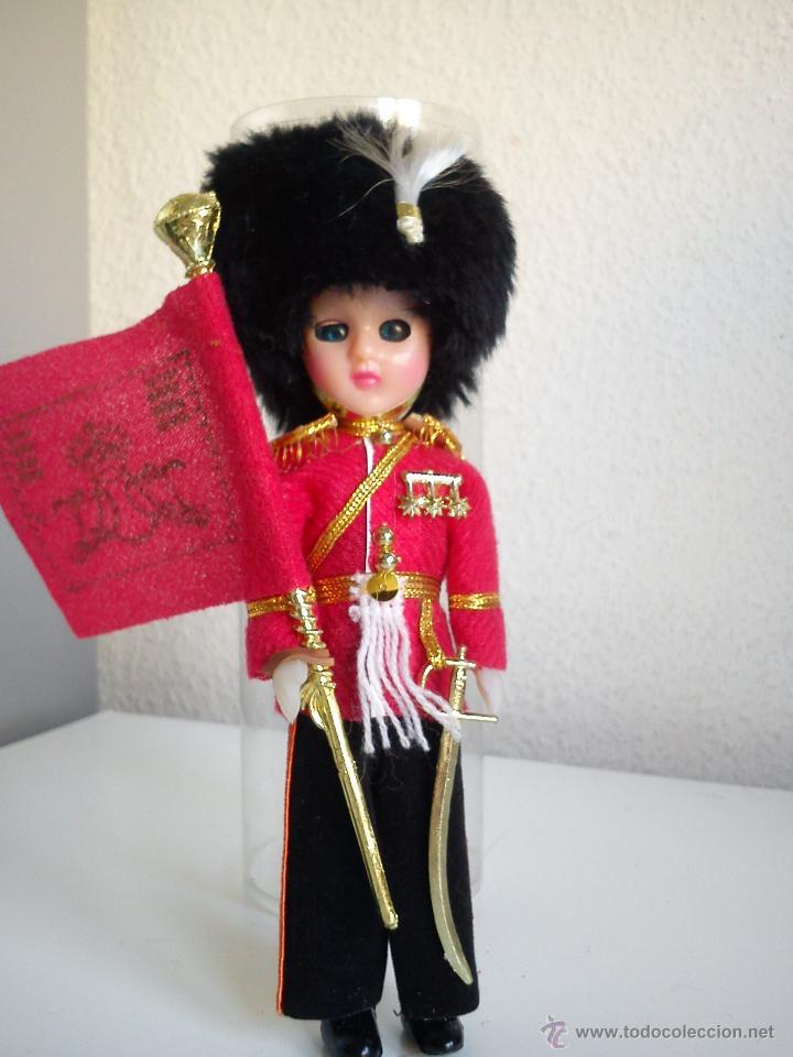 MONECO DE COLECION ESCOCES CON LA BANDERA SUS ROPAS DE MILITAR HECO LA CABEZA DE VINYL ANOS 50,60 (Juguetes - Muñeca Extranjera Antigua - Otras Muñecas)