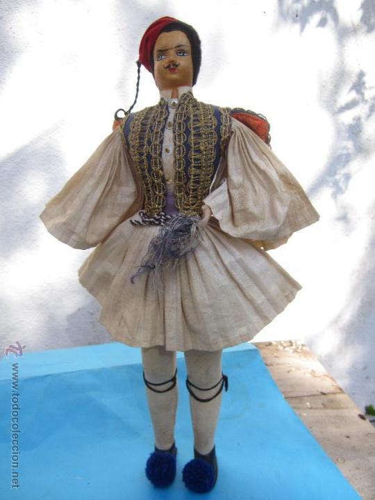 MUÑECO ETNOLOGICO GRIEGO - CABEZA DE CUERO- PROCEDE DE GRECIA (Juguetes - Muñeca Extranjera Antigua - Otras Muñecas)