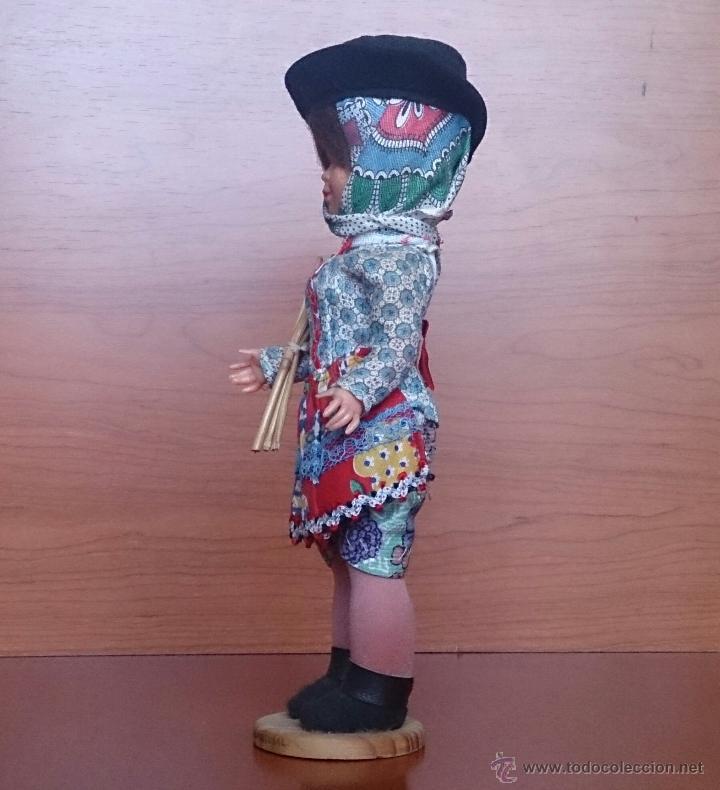Muñecas Extranjeras: Muñeca antigua en celuloide y pvc, con traje tradicional de Alentejo ( Portugal ), ojos durmientes . - Foto 2 - 49856344
