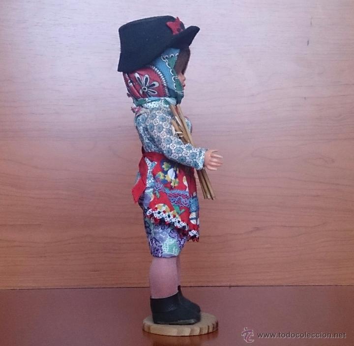 Muñecas Extranjeras: Muñeca antigua en celuloide y pvc, con traje tradicional de Alentejo ( Portugal ), ojos durmientes . - Foto 4 - 49856344