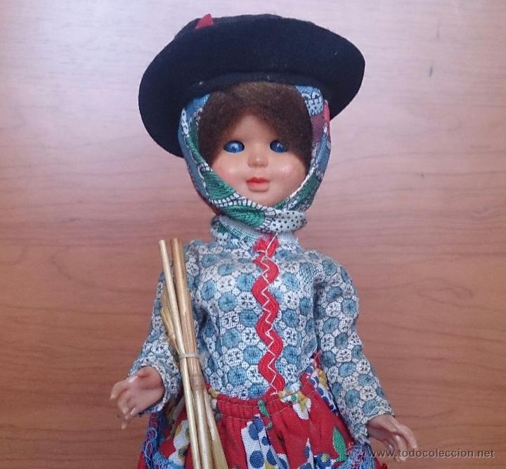 Muñecas Extranjeras: Muñeca antigua en celuloide y pvc, con traje tradicional de Alentejo ( Portugal ), ojos durmientes . - Foto 6 - 49856344