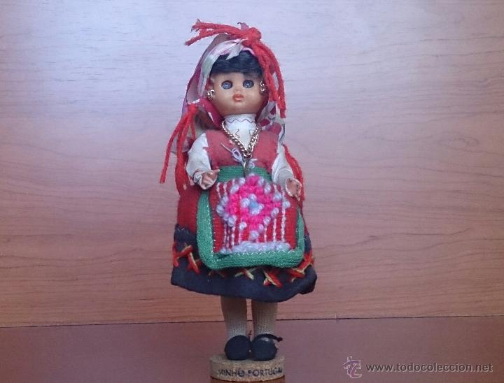 MUÑECA ANTIGUA CON CARA DE CELULOIDE, OJOS DURMIENTES Y TRAJE TRADICIONAL DE MINHO PORTUGAL . (Juguetes - Muñeca Extranjera Antigua - Otras Muñecas)