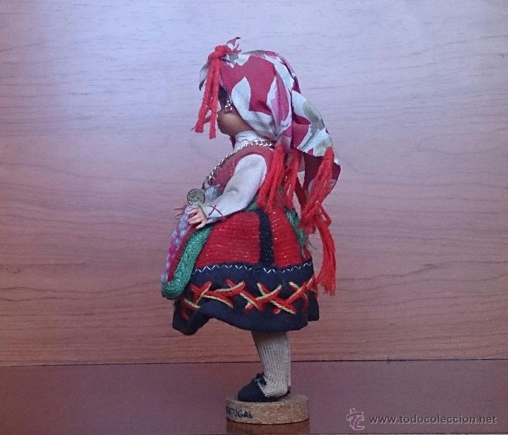 Muñecas Extranjeras: Muñeca antigua con cara de celuloide, ojos durmientes y traje tradicional de Minho Portugal . - Foto 2 - 59871404