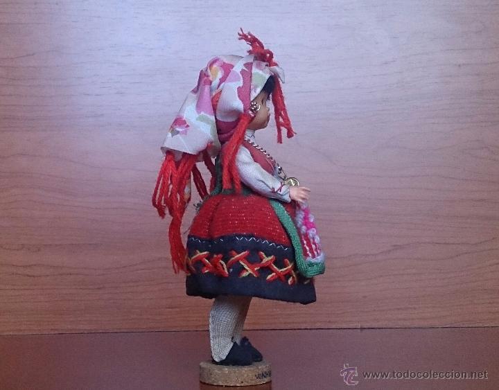 Muñecas Extranjeras: Muñeca antigua con cara de celuloide, ojos durmientes y traje tradicional de Minho Portugal . - Foto 4 - 59871404