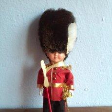 Muñecas Extranjeras: MUÑECO GUARDIA REAL INGLESA DE ACETATO AÑOS '60? SLEEPY EYES. Lote 50933416