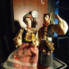 Muñecas Extranjeras: PRECIOSA PAREJA MUÑECO MUÑECA TRAJE REGIONAL REALIZADO Y PINTADO A MANO, . Lote 52939326