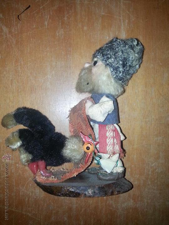 Muñecas Extranjeras: antiguo muñeco ruso con gallina o pavo real vestimenta realizada a mano - Foto 2 - 52942264