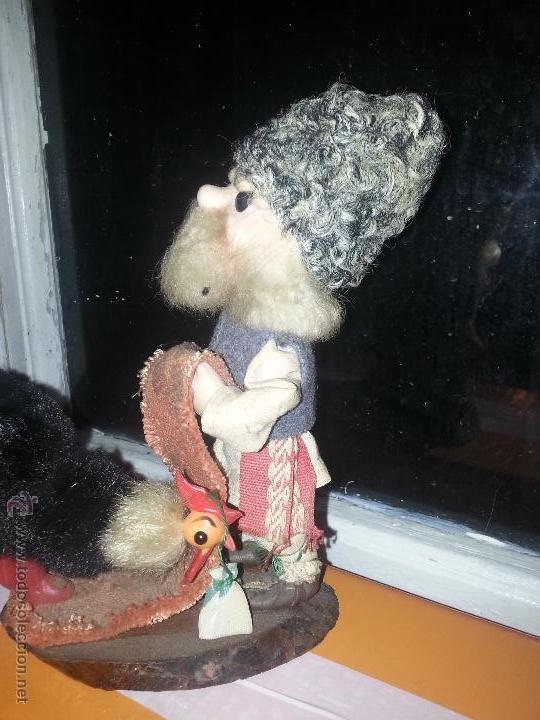 Muñecas Extranjeras: antiguo muñeco ruso con gallina o pavo real vestimenta realizada a mano - Foto 8 - 52942264