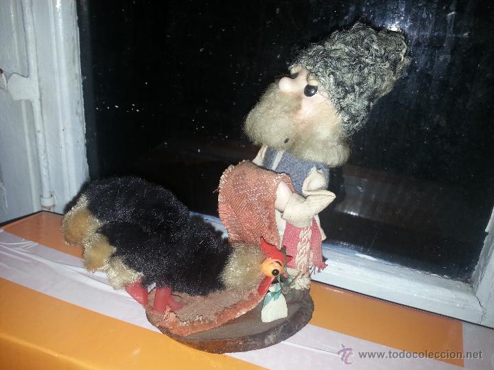 Muñecas Extranjeras: antiguo muñeco ruso con gallina o pavo real vestimenta realizada a mano - Foto 9 - 52942264