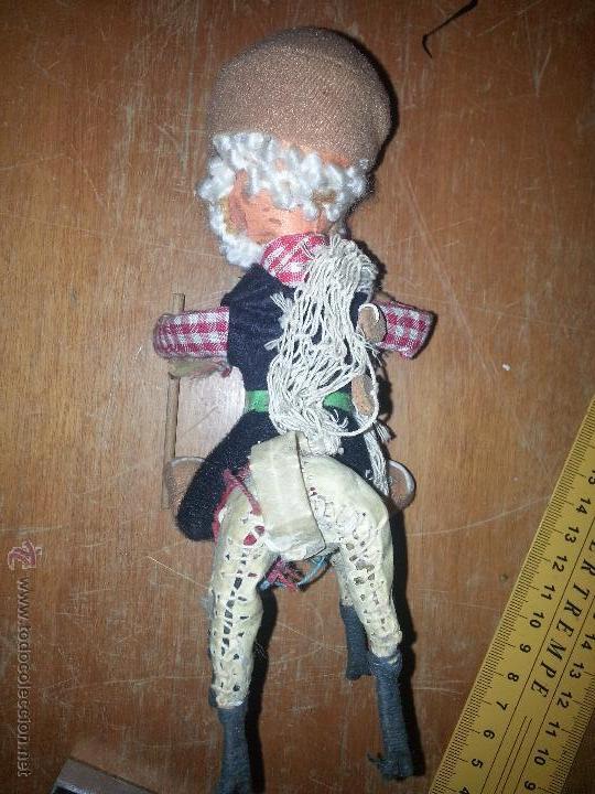Muñecas Extranjeras: antiguo muñeco pescador montado sobre una llama yama en piel natural - Foto 2 - 52943092