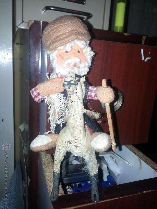 Muñecas Extranjeras: antiguo muñeco pescador montado sobre una llama yama en piel natural - Foto 3 - 52943092