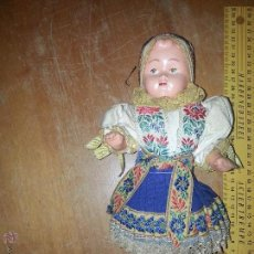 Muñecas Extranjeras: ANTIGUA MUÑECA ESPECTACUAR VESTIDA . Lote 52943588