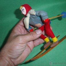 Muñecas Extranjeras: PRECIOSA MUÑECA ESQUIADORA FIELTRO ALAMBRE NAPCO JAPAN AÑOS 50 PINTADO ESQUI SKI ROLDAN KLUMPE. Lote 54361449
