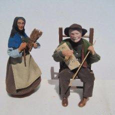 Muñecas Extranjeras: PAREJA DE ANCIANOS FRANCESES DE TERRACOTA, EN FRANCIA LLAMADOS (SANTONES) ELLA 22 CM. EL 20 CM.. Lote 56368005