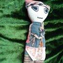 Muñecas Extranjeras: MUÑECA DE TRAPO Y FIBRAS VEGETALES, MÁS DE 100 AÑOS, CREO QUE DE SUDAMERICA. Lote 56950811