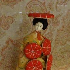Muñecas Extranjeras: MUÑECA SOBRE PEANA DAMA JAPONESA. ALTURA 37 CM. Lote 58104223