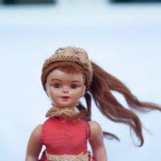 Muñecas Extranjeras: MUÑEQUITA ANTIGUA ABRE Y CIERRA LOS OJOS. Lote 58570546
