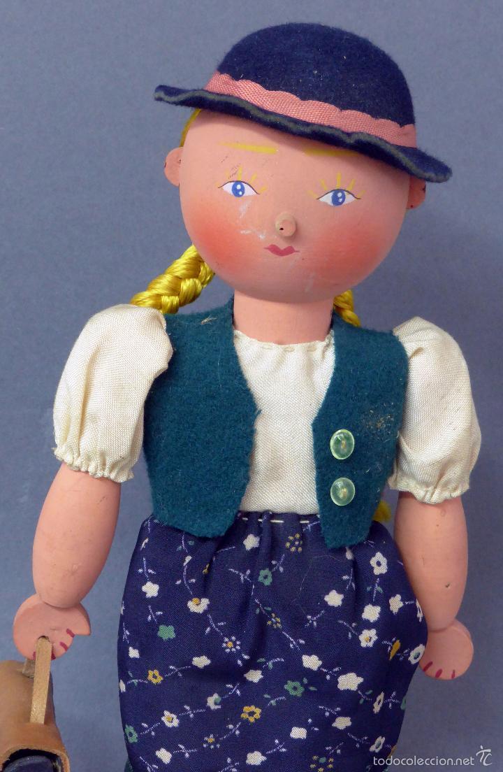 Muñecas Extranjeras: Muñeca madera alemana niña con cartera traje tirolés tela sombrero años 40 - 50 26 cm alto - Foto 2 - 58670199