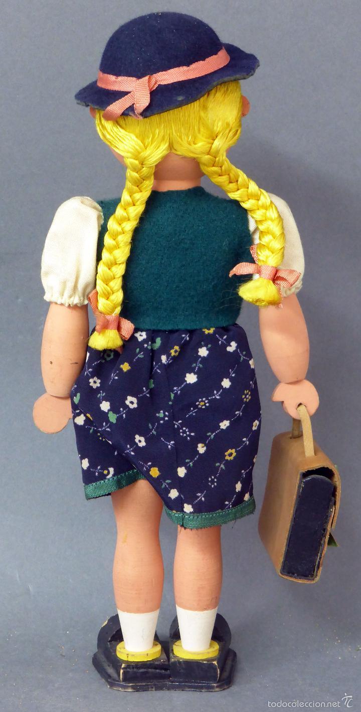 Muñecas Extranjeras: Muñeca madera alemana niña con cartera traje tirolés tela sombrero años 40 - 50 26 cm alto - Foto 3 - 58670199