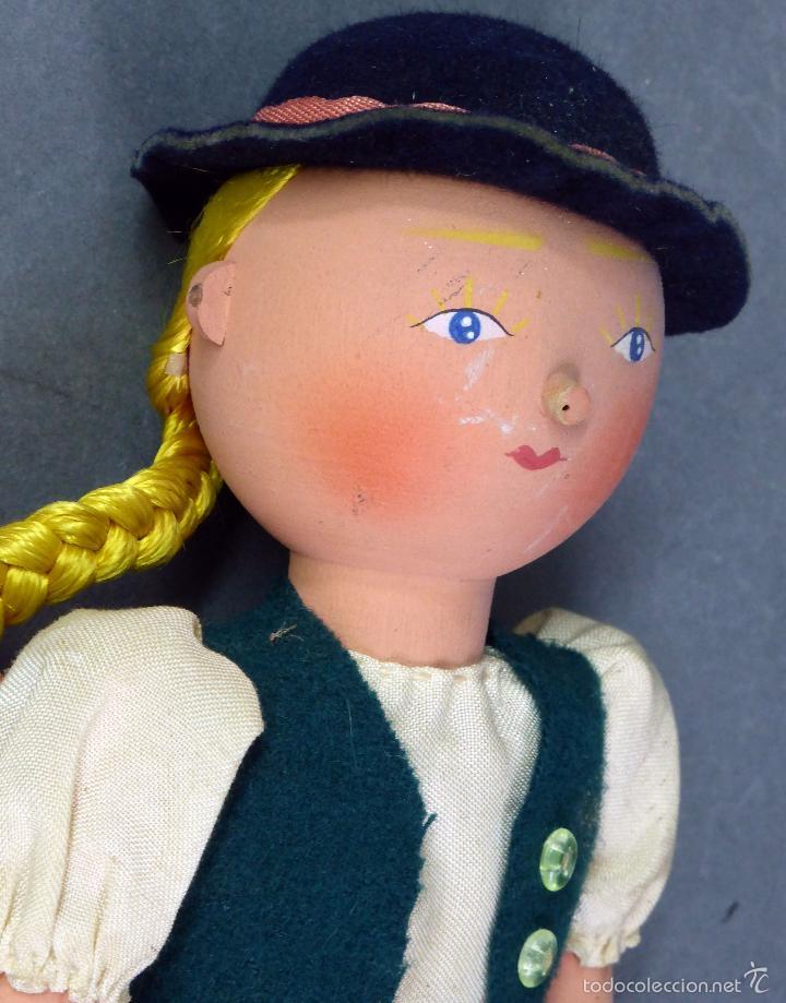 Muñecas Extranjeras: Muñeca madera alemana niña con cartera traje tirolés tela sombrero años 40 - 50 26 cm alto - Foto 4 - 58670199